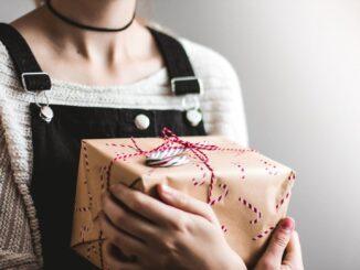 Mode als Geschenk für eine Frau? Bitte nur, wenn der Schenkende sich auch wirklich Gedanken macht!