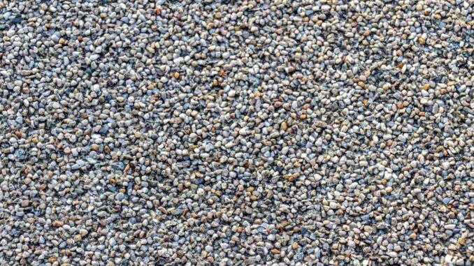 Steinteppich mit Kieselsteinen